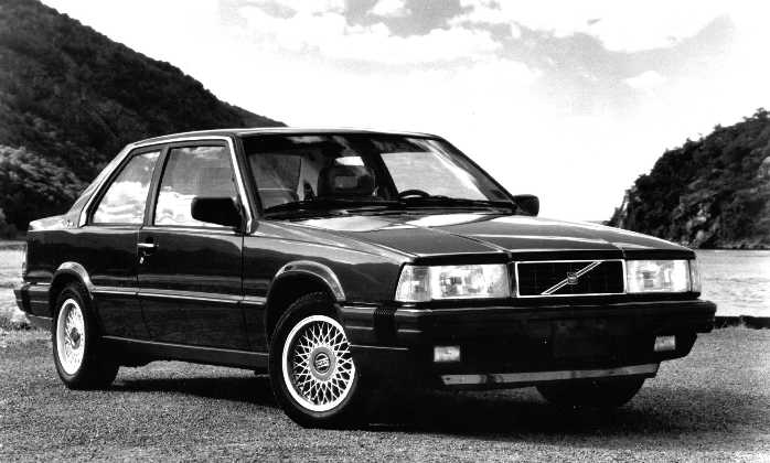 Black & White Volvo 780 picture